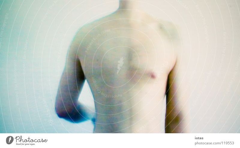 videostill 1 Mann ruhig nackt Körper maskulin modern Vertrauen Wissenschaften Surrealismus Video Projekt