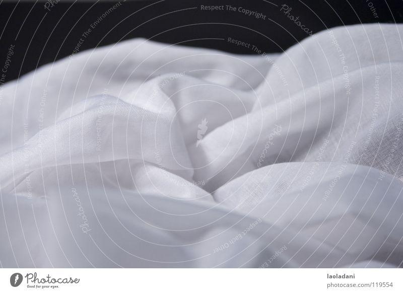 metaphorisierte dünenlandschaft weiß schwarz Wolken Berge u. Gebirge Landschaft Stoff Falte Jahreszeiten Tuch Textilien