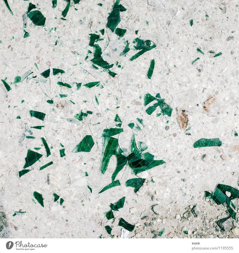 Glücksfall grün Umwelt Hintergrundbild klein grau dreckig authentisch kaputt Zeichen Boden trocken Müll Umweltschutz Flasche gebrochen