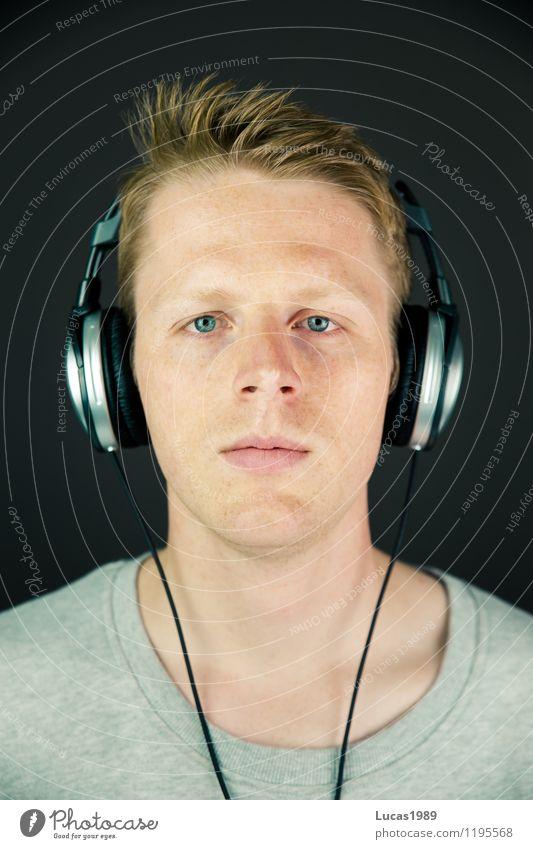 Music Man Lifestyle Mensch maskulin Junger Mann Jugendliche Erwachsene 1 13-18 Jahre Kind 18-30 Jahre 30-45 Jahre Jugendkultur Musik Musik hören Musiker Fan
