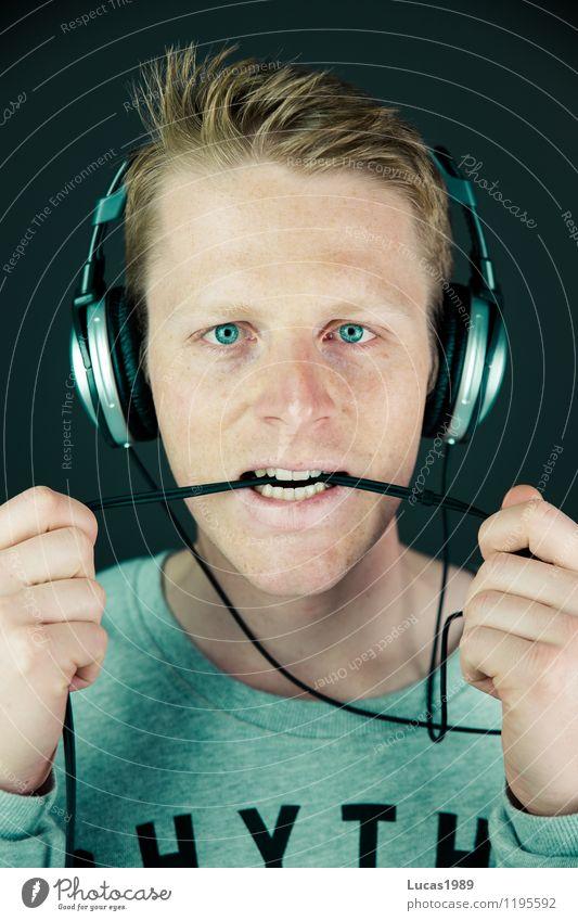 Kabelsalat Mensch Jugendliche Mann Junger Mann 18-30 Jahre Erwachsene maskulin Kraft Musik Ohr Mut Konzert Kopfhörer Willensstärke Tatkraft
