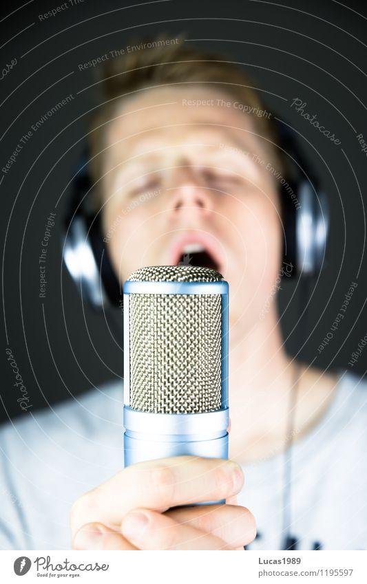 jeder kann singen Mensch Kind Jugendliche Mann Junger Mann Freude 18-30 Jahre Erwachsene Glück maskulin Musik 13-18 Jahre Fröhlichkeit T-Shirt Medien Werkstatt