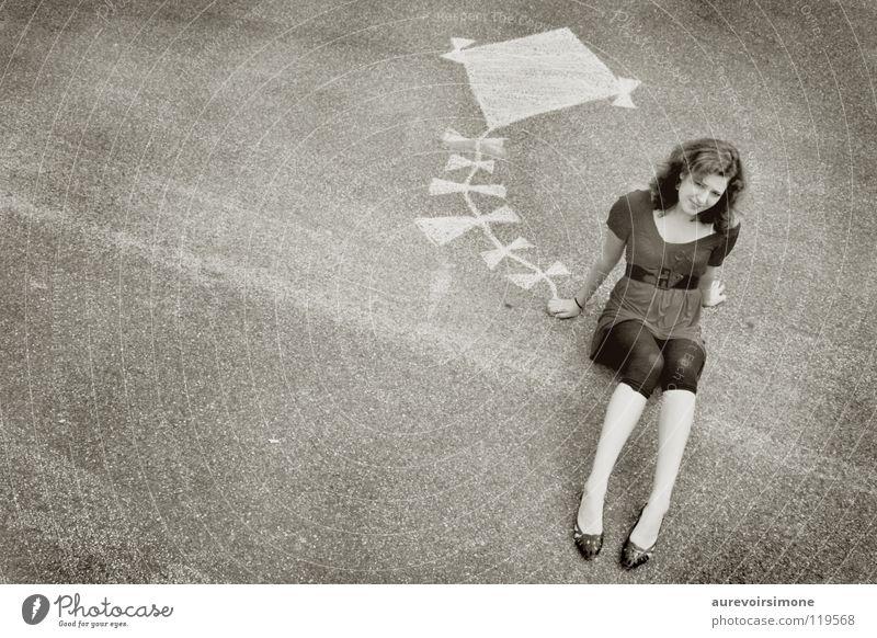 Kite. Mädchen weiß schwarz Bodenbelag Freizeit & Hobby Lenkdrachen