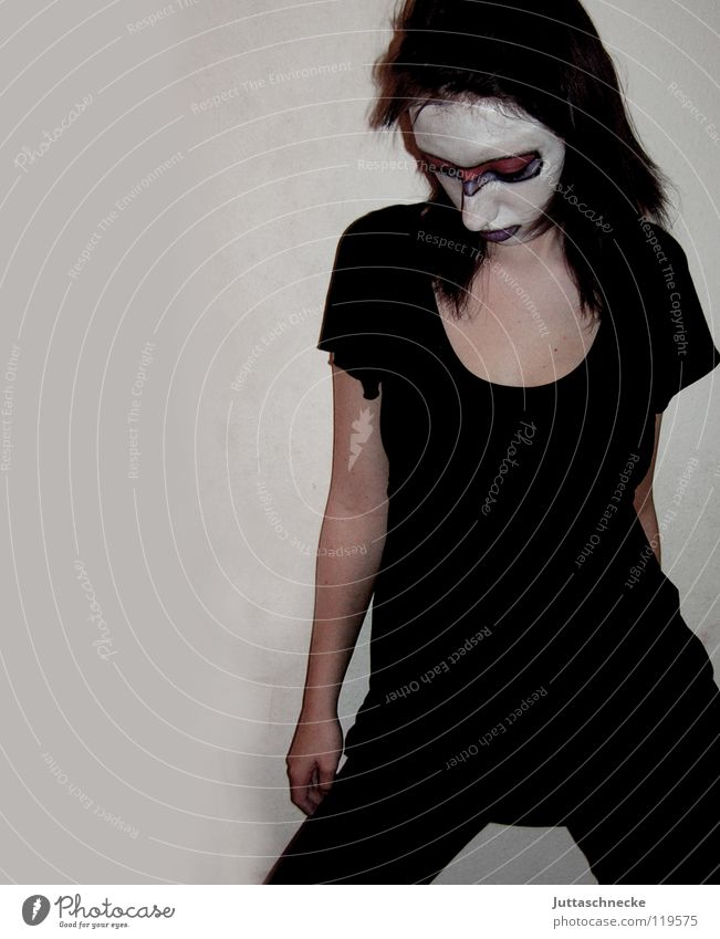 Pur Schminke geschminkt schwarz weiß flippig rein Trauer durchschaut Clown Frau schön Konzentration Maske demaskiert ausgeflippt Traurigkeit Coolness Mensch