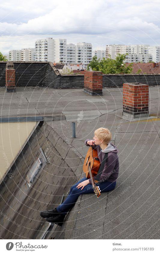 Roof Groove II Mensch Himmel Jugendliche Junge Frau Baum Wolken Haus Leben Architektur feminin Gebäude Denken oben Horizont träumen Musik