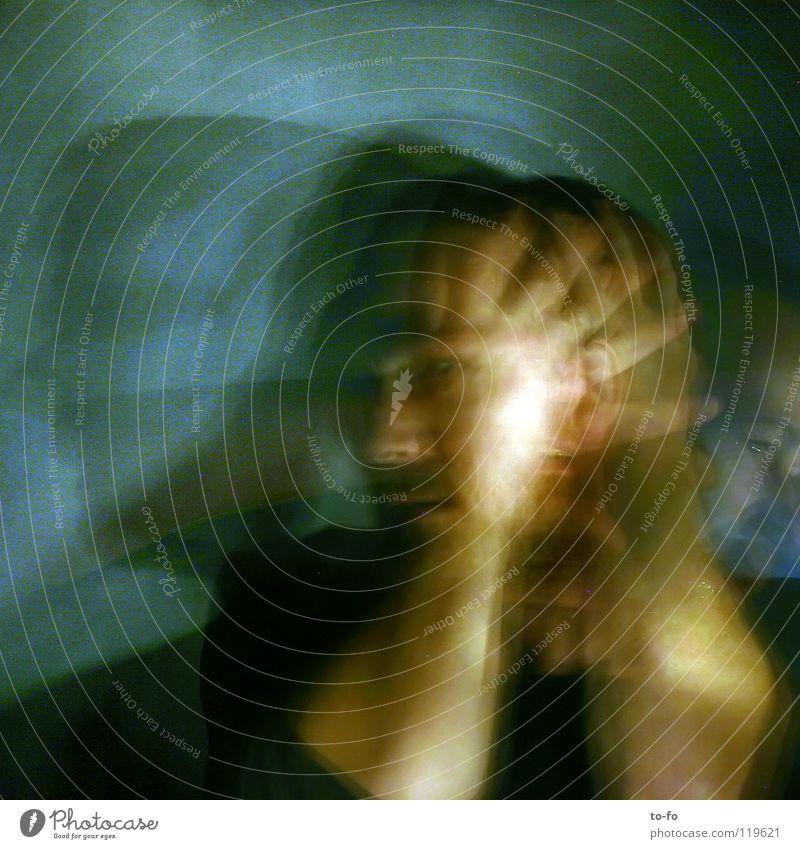 Zeitverschiebung Mann Hand Spielen Bewegung Kopf Angst Theaterschauspiel Verzweiflung Geister u. Gespenster Panik Märchen Zauberei u. Magie Verzerrung utopisch