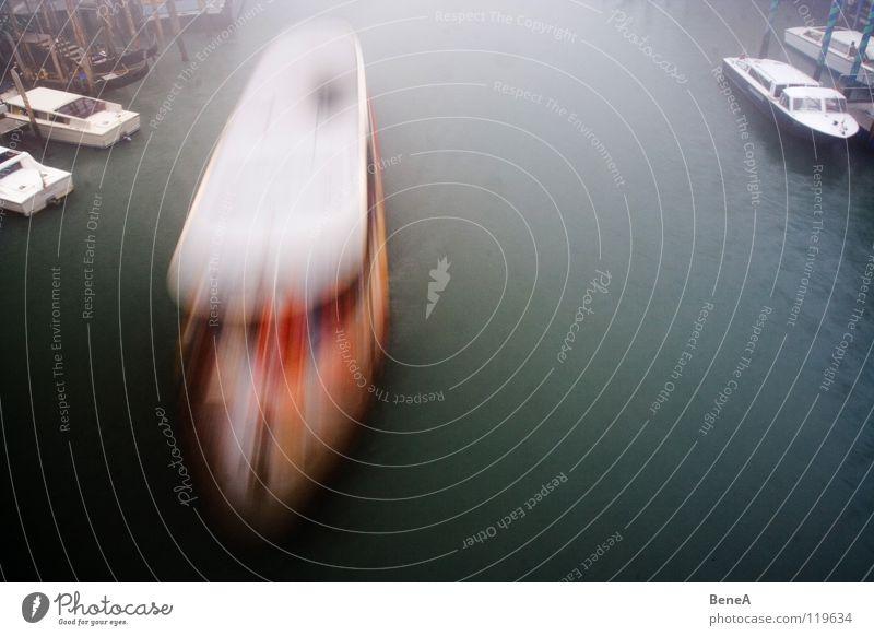 Schifffffffahrt Wasser Ferien & Urlaub & Reisen ruhig Bewegung Wasserfahrzeug Verkehr Geschwindigkeit Fluss Hafen Italien Dynamik Venedig Fähre Wasseroberfläche