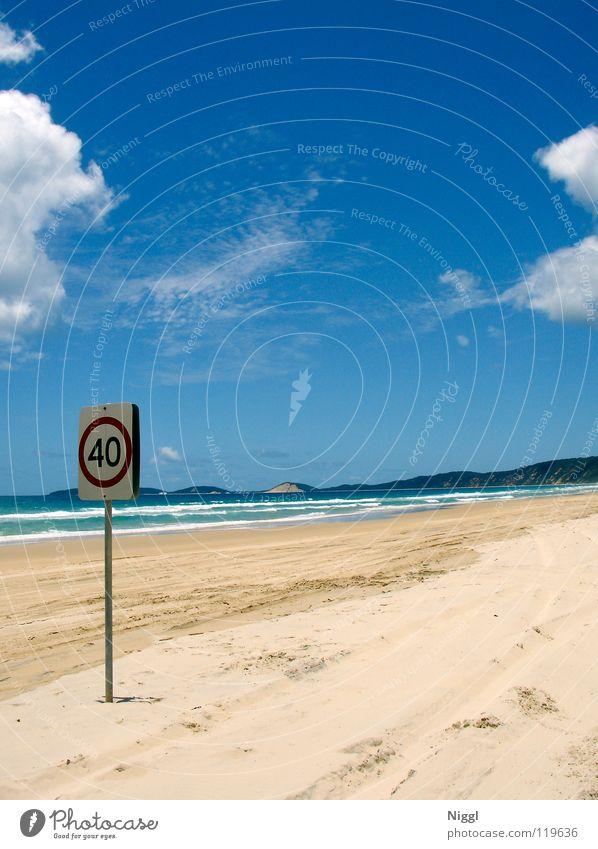 maximal 40 Wasser Himmel Meer Sommer Strand Ferien & Urlaub & Reisen Wolken Einsamkeit Wellen Küste Schilder & Markierungen Verkehr Geschwindigkeit Spuren