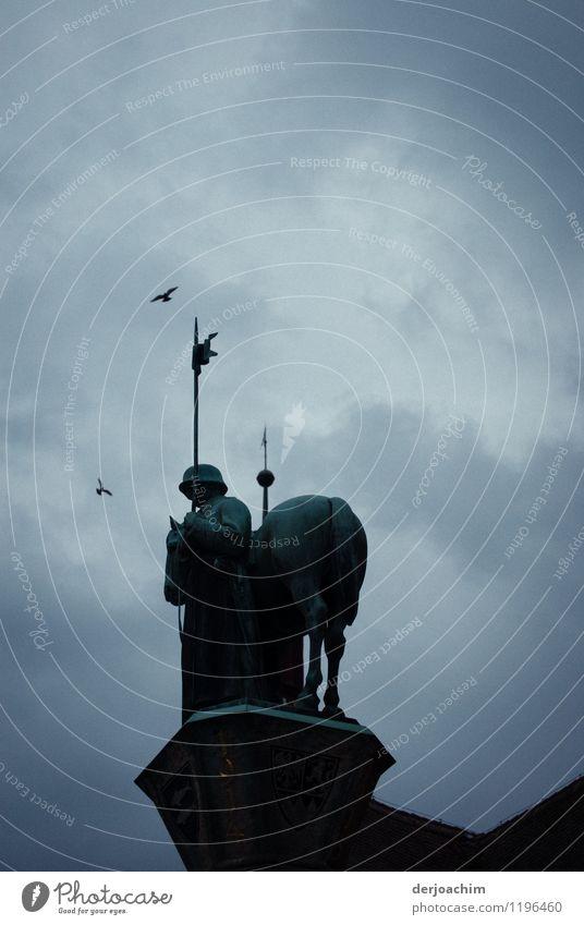 schwindelig / Nachtwächter Stil Leben Ausflug Wächter Kunstwerk Gewitterwolken Sommer schlechtes Wetter Stadt Bayern Deutschland Altstadt Stein beobachten