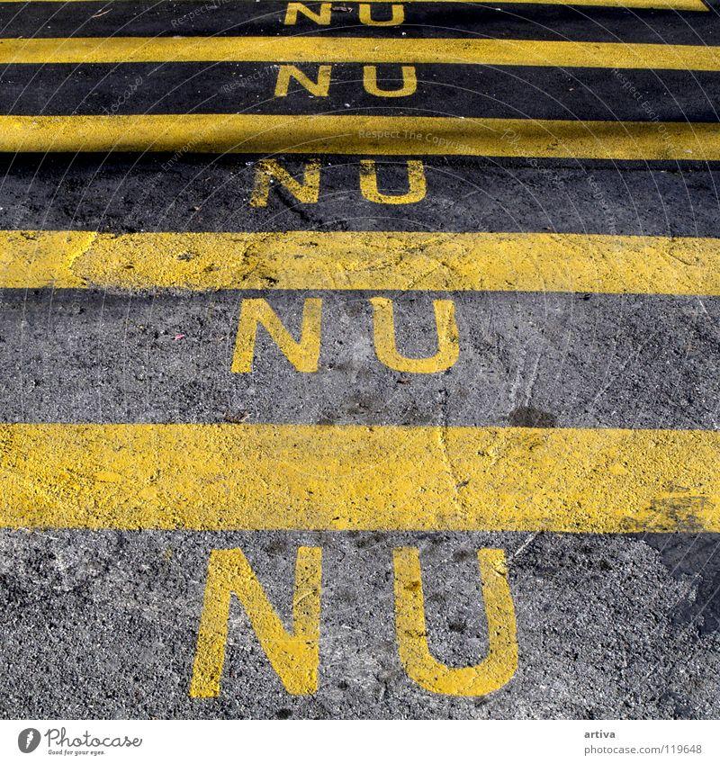 stripes gelb Schriftzeichen Streifen Verkehrswege Typographie