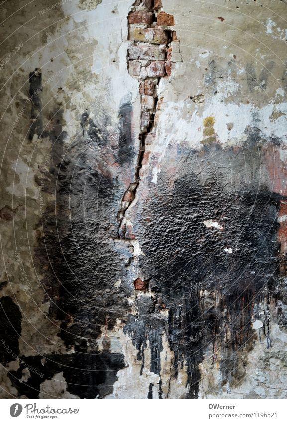 Mauerwerk Haus Wand Architektur Farbstoff Graffiti Gebäude Tod Mauer Fassade Angst dreckig Kirche bedrohlich Zeichen kaputt Baustelle