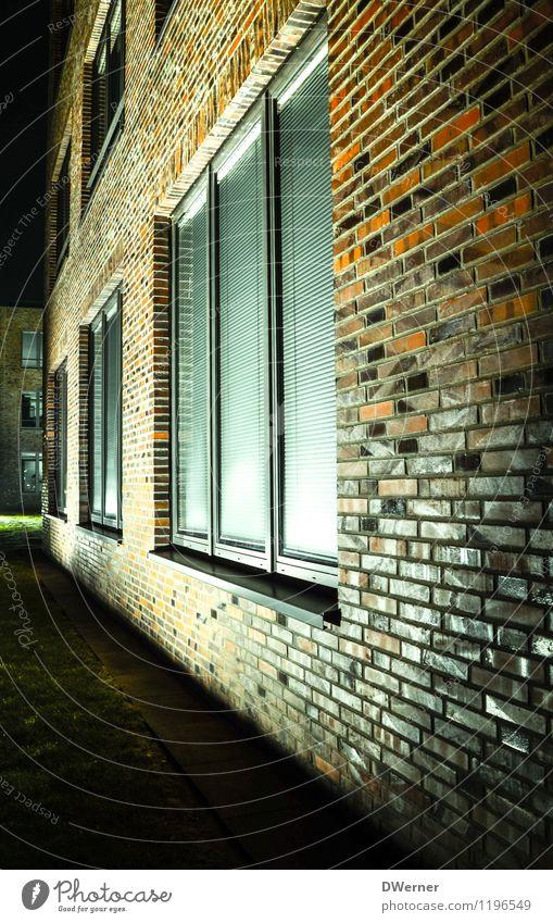 Bonner Bogen Häusliches Leben Wohnung Haus Traumhaus Garten Hausbau Renovieren Architektur Kleinstadt Gebäude Mauer Wand Fassade Fenster Stein leuchten dunkel