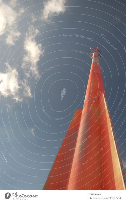 Leitmast Himmel Ferien & Urlaub & Reisen blau Sommer Sonne Wolken Architektur Küste hell Wasserfahrzeug orange leuchten stehen Hinweisschild Schönes Wetter Fahne