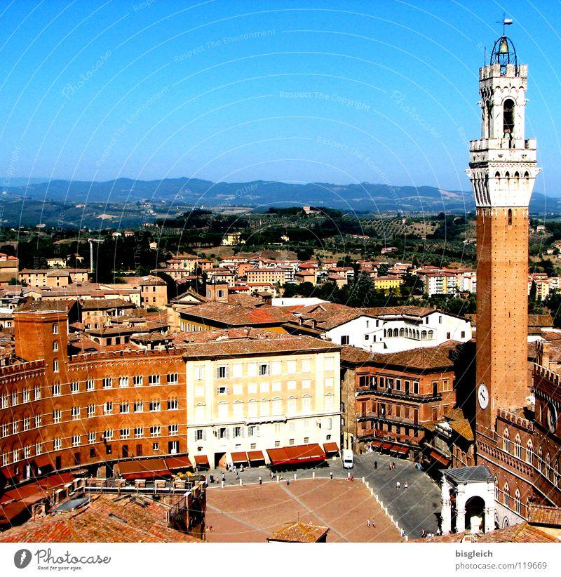 Piazza del Campo, Siena (Italien) Farbfoto Außenaufnahme Textfreiraum oben Vogelperspektive Europa Stadt Platz Rathaus Turm Bauwerk Sehenswürdigkeit Wahrzeichen