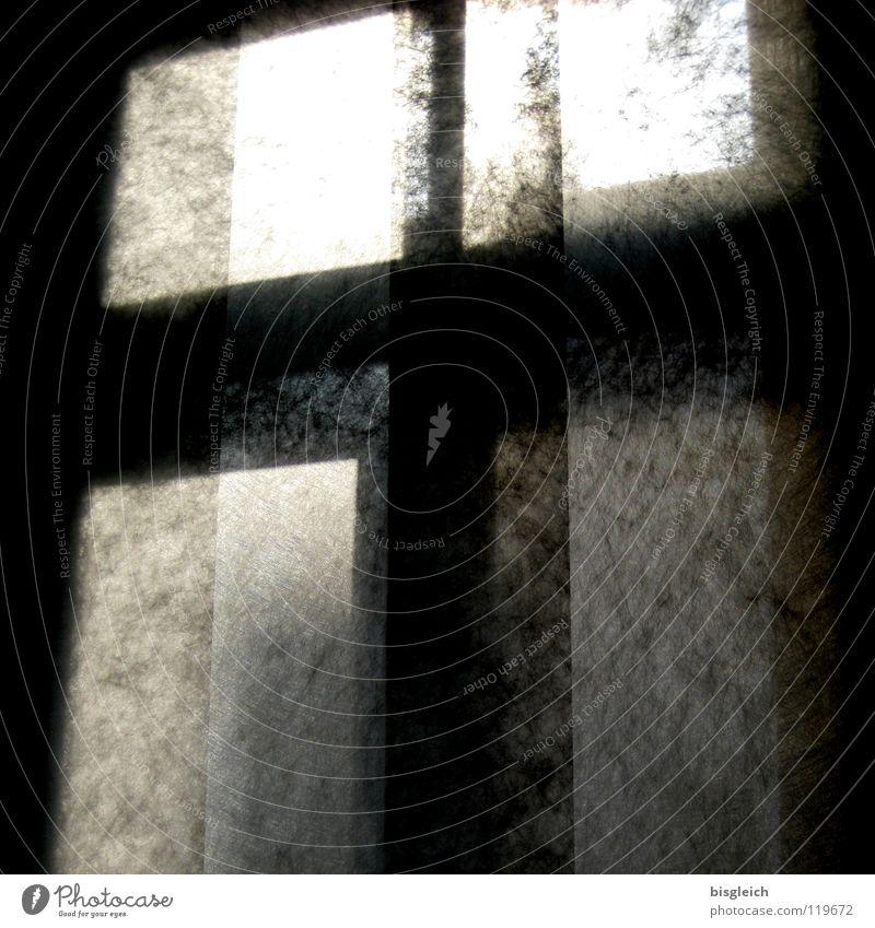 Fensterkreuz Schwarzweißfoto Menschenleer Morgen Licht Schatten Silhouette Gegenlicht Schlafzimmer Rücken Kreuz dunkel hell schwarz Haushalt durchsichtig Tag