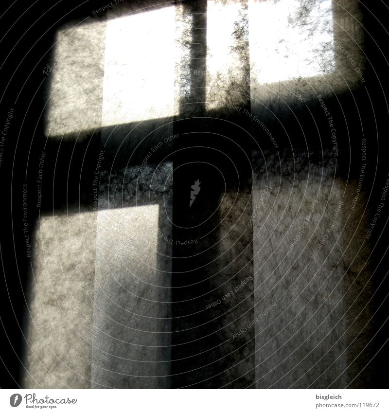 Fensterkreuz weiß schwarz dunkel Fenster hell Rücken Kreuz durchsichtig Haushalt Schlafzimmer Fensterkreuz