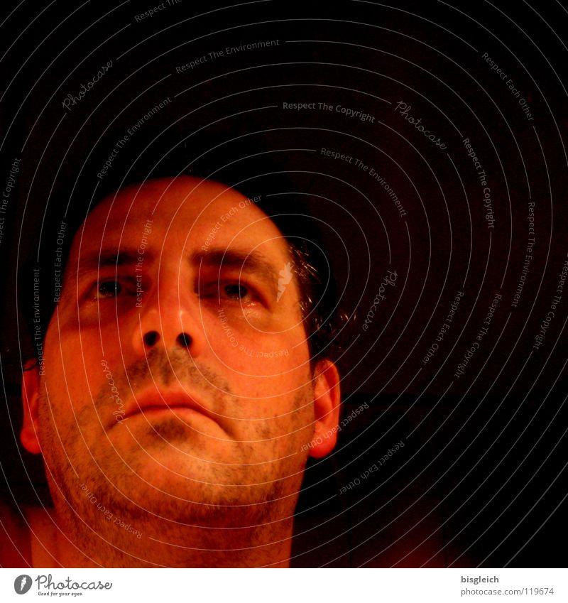 Blick in den Spiegel Mensch Mann alt Gesicht dunkel Traurigkeit Erwachsene maskulin Konzentration Müdigkeit 30-45 Jahre