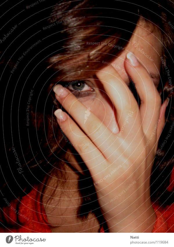 Emo[tional] Hand Gesicht schwarz Auge dunkel Gefühle Trauer trist