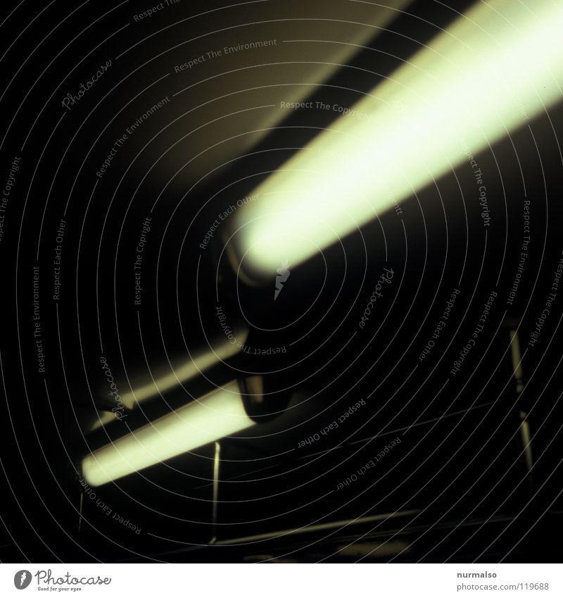 Nachtfahrt am Tag U-Bahn Untergrund Wurm Tunnel Maulwurf unsichtbar fahren eng Bahnsteig Potsdamer Platz Kunstlicht Geruch Obdachlose gelb Eisenbahn Überwachung