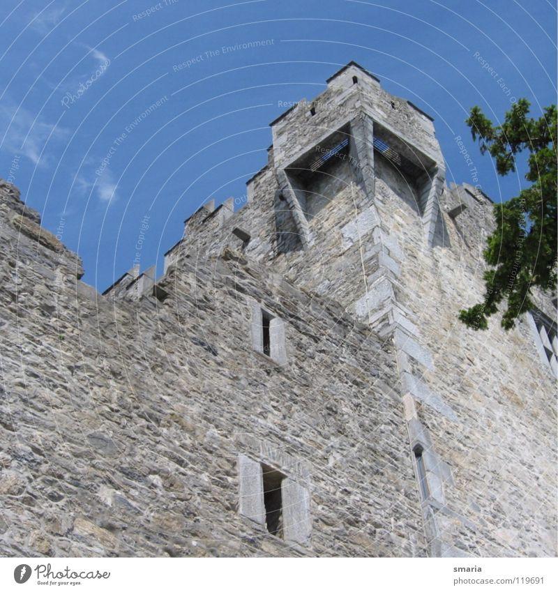 Burg blau Stein Mauer Architektur hoch Turm Bruchstein