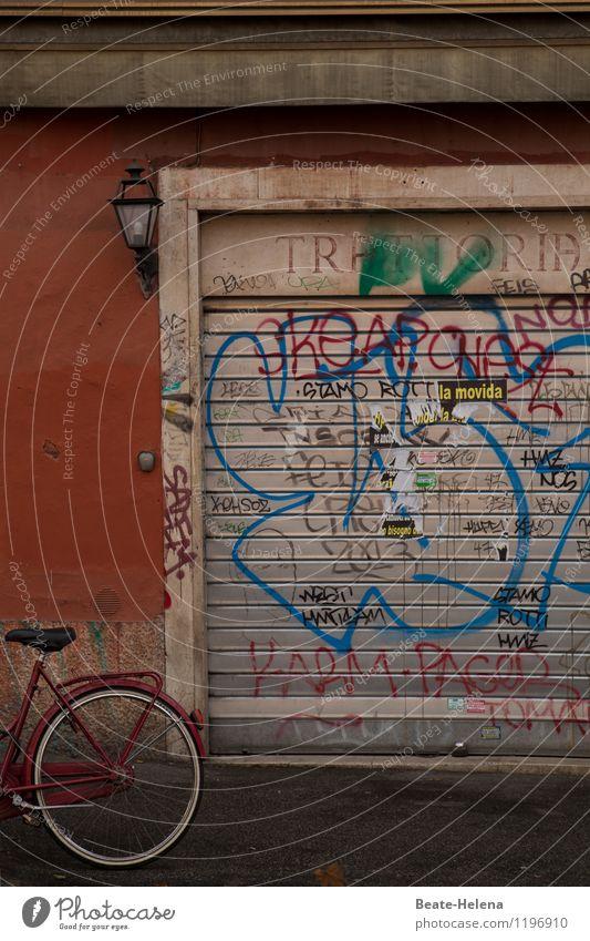 Geschlossene Gesellschaft? Ferien & Urlaub & Reisen blau weiß rot ruhig Straße Wand Graffiti Gebäude Mauer Stimmung Arbeit & Erwerbstätigkeit Fahrrad Lebensfreude geschlossen Kultur
