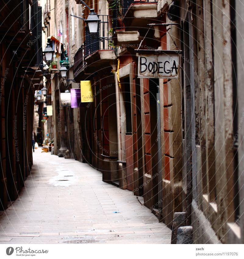 Bodega Städtereise Barcelona Spanien Stadt Hafenstadt Altstadt Haus Bauwerk Gebäude Mauer Wand Fassade Balkon Fenster Tür Straße Wege & Pfade Gasse Zeichen