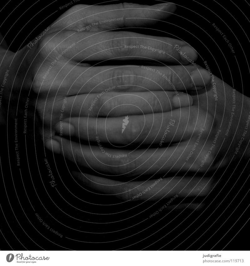 Warten Frau Mensch Hand weiß schwarz grau warten Haut Arme Finger liegen Erwartung links Nervosität Körperteile faulenzen