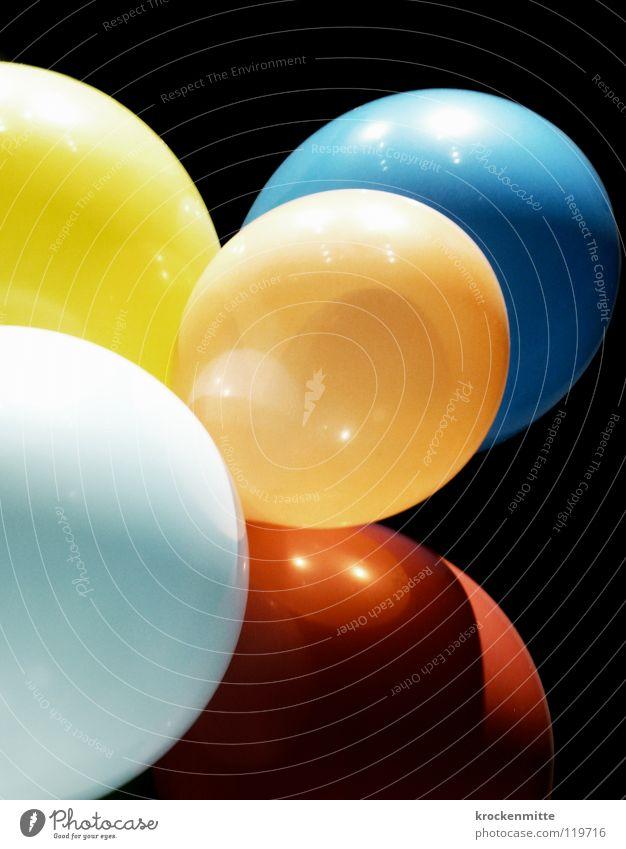 Zum Geburtstag... mehrfarbig rot hell-blau gelb schwarz Helium Luftballon knallig Kontrast platzen Farbe orange Feste & Feiern Dekoration & Verzierung Lampe