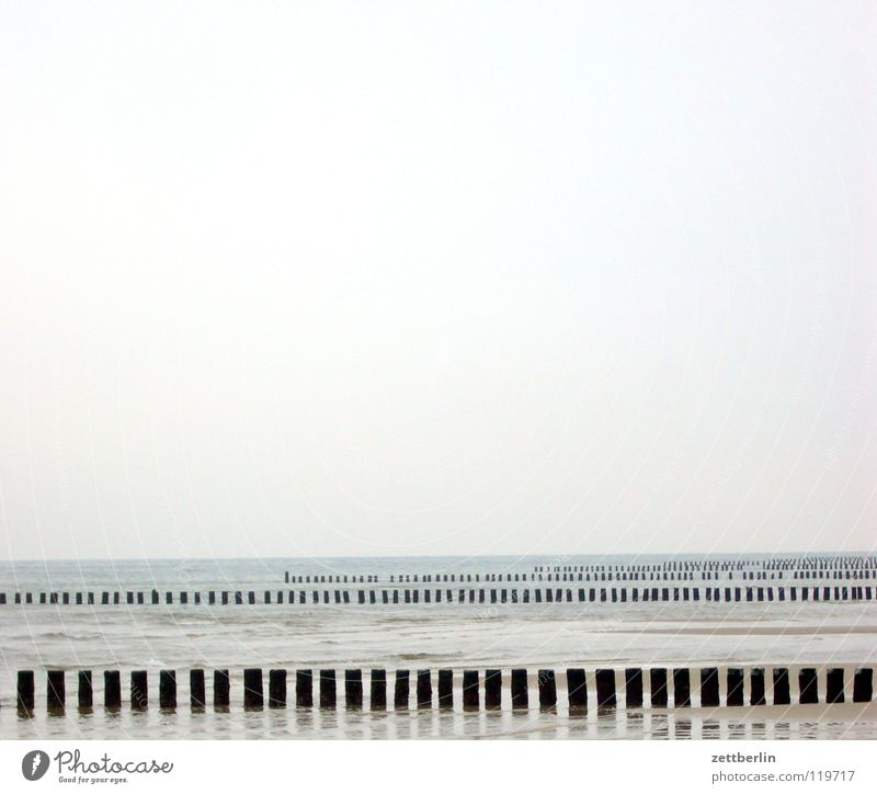 Ostsee Meer Wellen Meerwasser Hochwasser Flutschutzanlage Küste Horizont Ferne Ferien & Urlaub & Reisen Nebensaison Strand Himmel Wasser Buhne wellenbecher