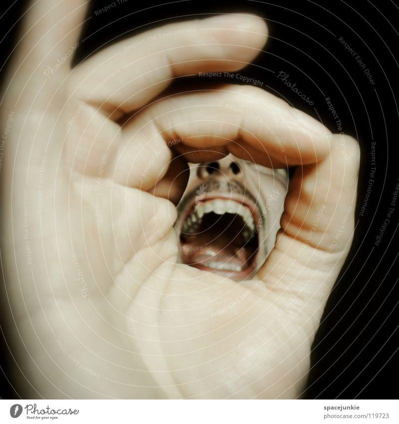 Shout Hand Finger Mann schreien Freak Angst beängstigend dunkel schwarz Zähne zeigen böse verrückt Freude Gesicht Mensch Gewalt