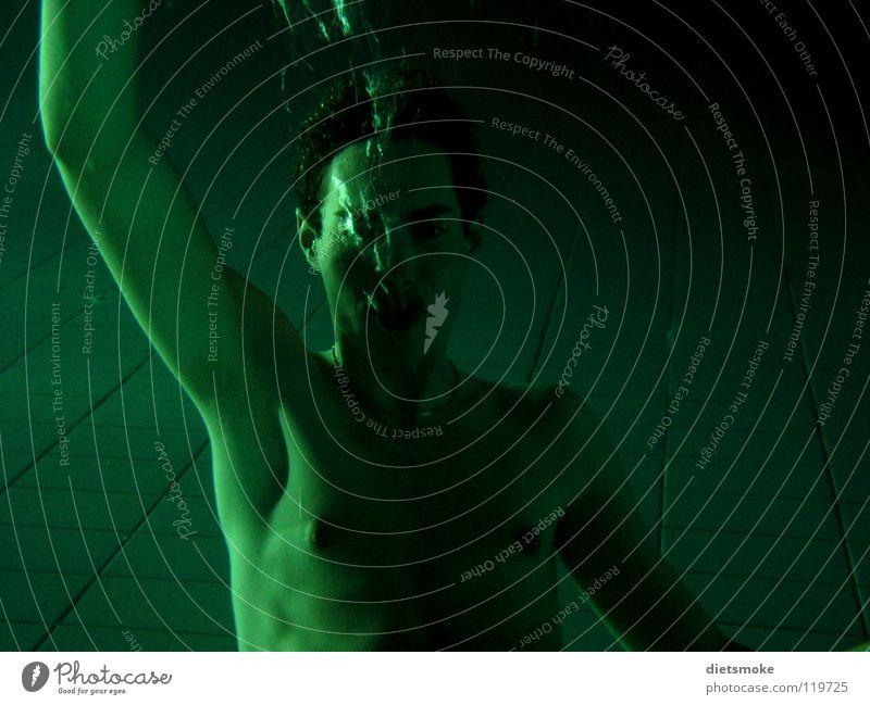 Gruß aus der Tiefe Mann Wasser grün Farbe nackt Luft Schwimmbad blasen Luftblase Wassersport ertrinken