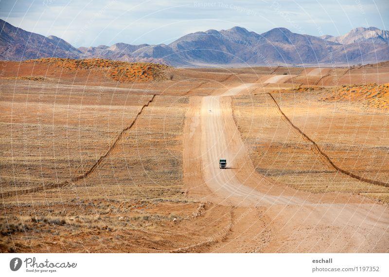 African Highway Natur Ferien & Urlaub & Reisen Einsamkeit Landschaft Ferne Berge u. Gebirge Wärme Straße Wege & Pfade Freiheit Sand Erde Verkehr Klima Abenteuer