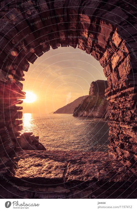 Du bleibst Ferien & Urlaub & Reisen Tourismus Ferne Sommer Horizont Schönes Wetter Felsen Küste Meer Fassade Fenster Sehenswürdigkeit alt braun gelb Romantik