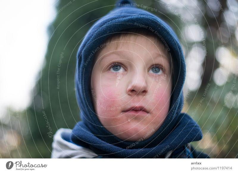 Kind mit Tränen schön Mensch Junge Kindheit 1 3-8 Jahre Hut Traurigkeit weinen authentisch klein niedlich Wut Gefühle Schmerz Enttäuschung Einsamkeit unschuldig