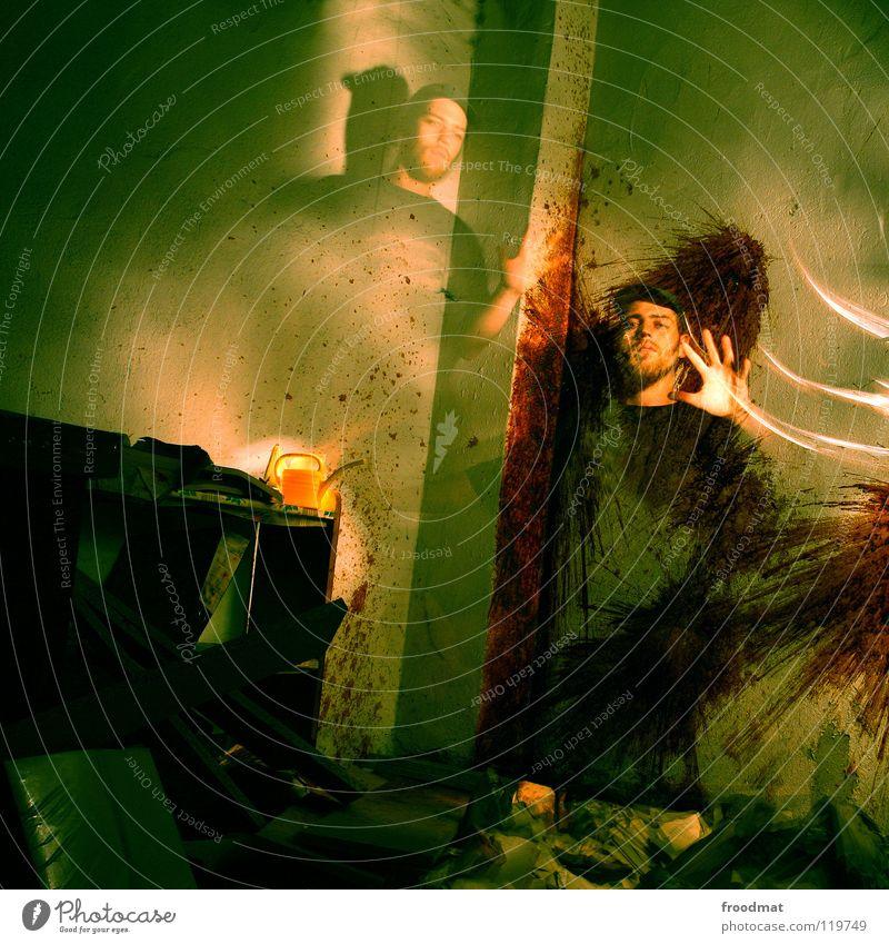wallpainting Schichtarbeit Cottbus Kannen Quadrat grün gruselig dunkel unheimlich mystisch geheimnisvoll Hand Wand Licht Gemälde Gießkanne spritzen dreckig