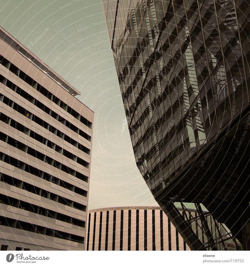 ::I LOVE DRESDEN:: Himmel blau schön Stadt Wolken Haus schwarz dunkel kalt Leben Fenster Freiheit oben grau Mauer