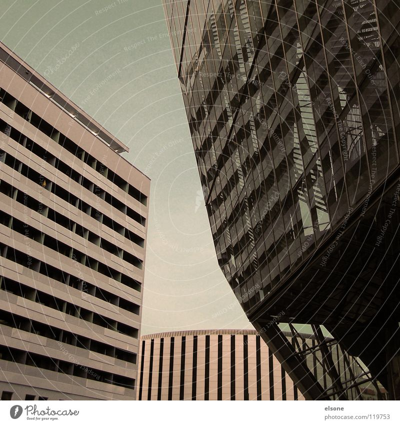 ::I LOVE DRESDEN:: quer Länge Streifen Haus Gebäude Dresden 2 Beton trist schön Mauer schick Stahl Schwung rund geschwungen kalt frisch rein Sauberkeit blau