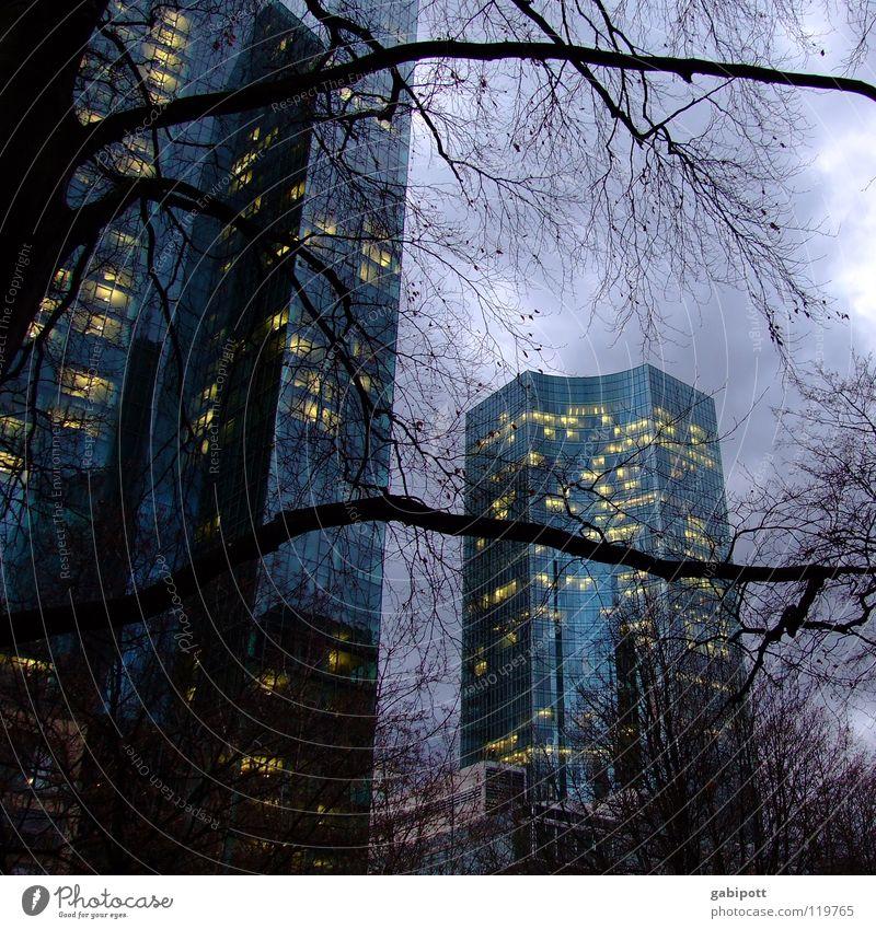 Lichter der Großstadt Farbfoto Außenaufnahme Menschenleer Dämmerung Arbeit & Erwerbstätigkeit Wirtschaft Energiewirtschaft Kapitalwirtschaft Börse
