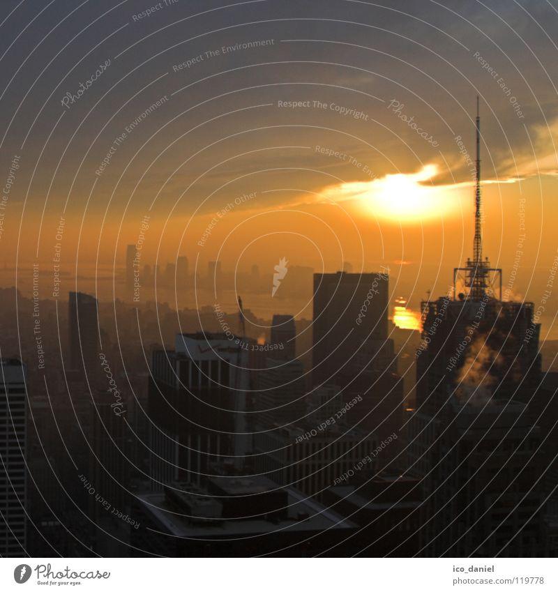 Sunset in New York II Sonne Feierabend Himmel Wolken Sonnenaufgang Sonnenuntergang Nebel Fluss Stadtzentrum Skyline Hochhaus Antenne bedrohlich blau gelb rot