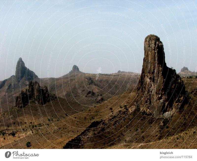 Roumsiki (Kamerun) Farbfoto Außenaufnahme Menschenleer Textfreiraum oben Tag Panorama (Aussicht) ruhig Ferne Berge u. Gebirge Landschaft Hügel Felsen Wüste