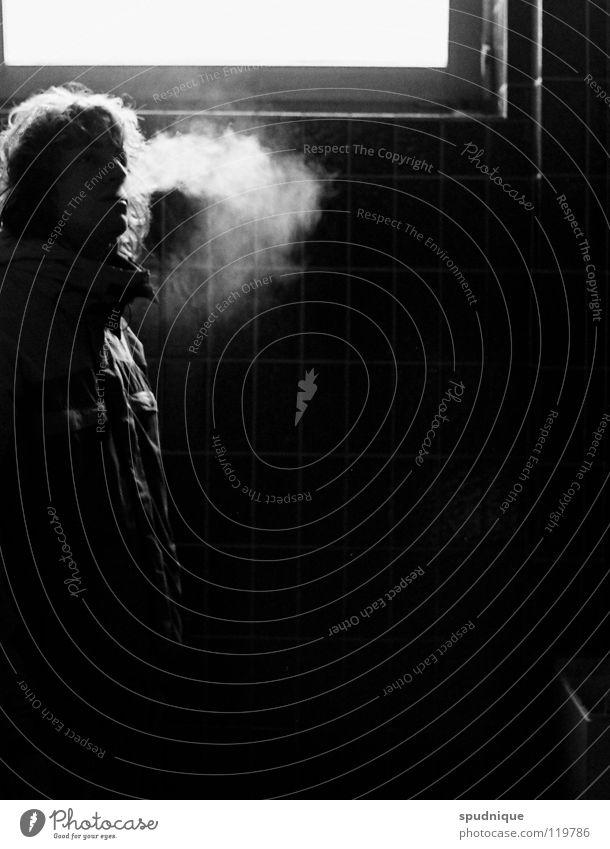 kalter rauch weiß schwarz Fenster Pause Rauchen geheimnisvoll Toilette Fliesen u. Kacheln atmen Atem