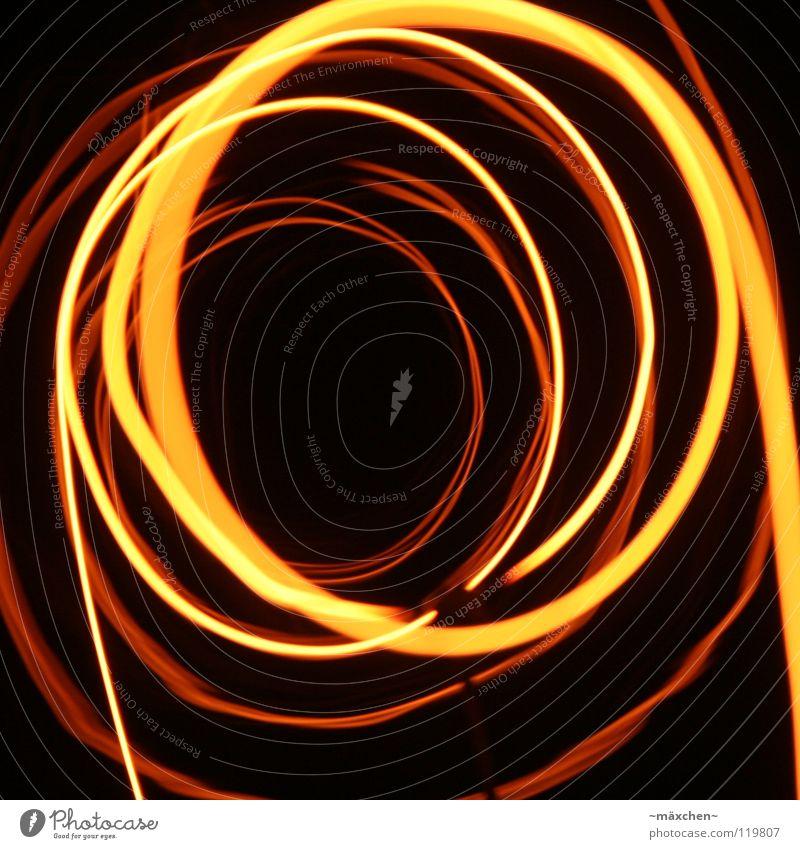 Spirale, die Erste Draht glühen Lampe Leuchtspur Licht Tunnel rot gelb weiß Spuren Glühdraht durcheinander Verbundenheit Zusammensein Wellen gedreht Drehung