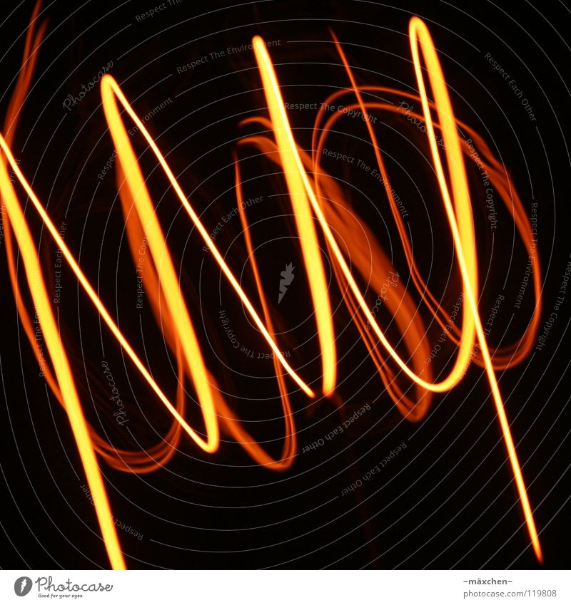Spirale, die Zweite Draht glühen Lampe Leuchtspur Licht Tunnel rot gelb weiß Spuren Glühdraht durcheinander Verbundenheit Zusammensein Wellen gedreht Drehung