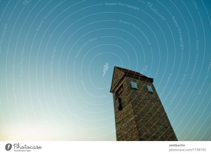 Fledermaus (abwesend) Himmel Wolkenloser Himmel Blauer Himmel himmelblau Wetter Sommer Dämmerung Sonnenuntergang Haus Backstein Transformator aufwärts Turm
