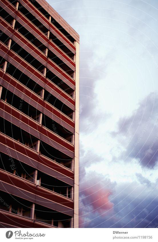 Hochhaus Himmel Stadt Wolken Haus Umwelt Leben Wand Architektur Gebäude Mauer Berlin Fassade Wohnung leuchten Häusliches Leben