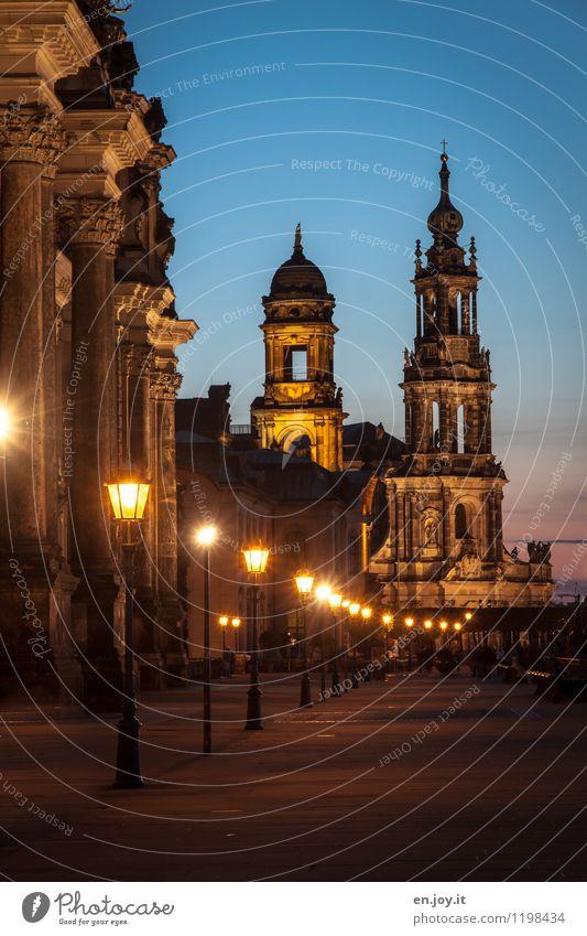 romantisch Ferien & Urlaub & Reisen Stadt blau dunkel Gebäude Religion & Glaube Deutschland Fassade orange leuchten Tourismus Kirche Romantik Turm historisch