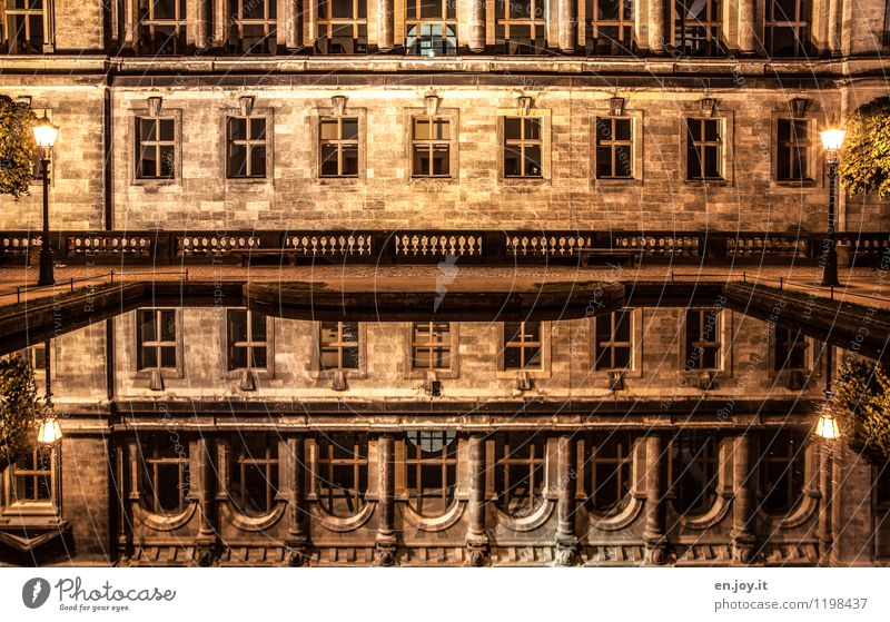 verspiegelt Ferien & Urlaub & Reisen ruhig Fenster gelb Wand Architektur Traurigkeit Gebäude Mauer Deutschland Fassade träumen leuchten fantastisch Romantik