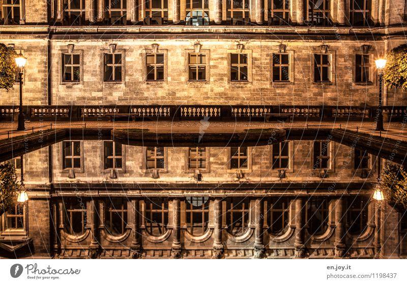 verspiegelt Ferien & Urlaub & Reisen Sightseeing Städtereise Nachtleben Dresden Sachsen Deutschland Bauwerk Gebäude Architektur Mauer Wand Fassade Fenster