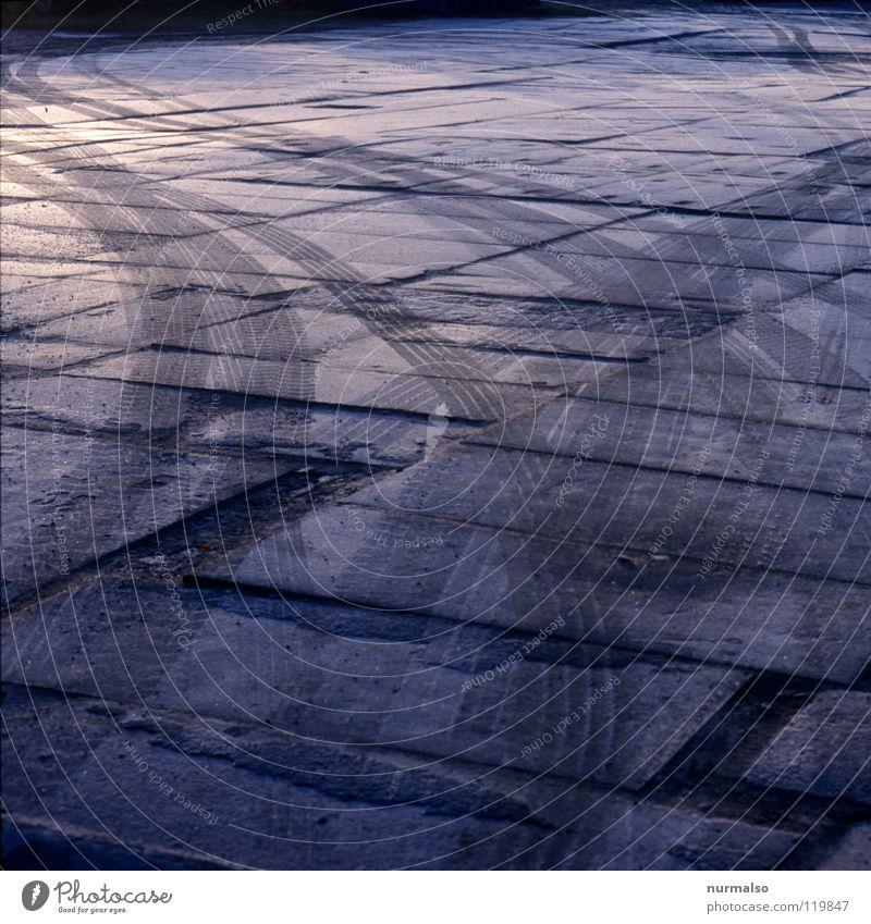 Wintermorgenlasterspur kalt Wege & Pfade geschlossen Seil Frost Baustelle Güterverkehr & Logistik Spuren dick Verkehrswege Lastwagen drehen Kurve Konstruktion
