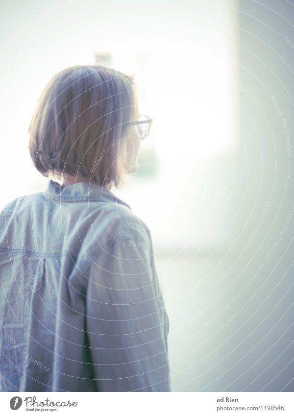 Monday's Ghost feminin Junge Frau Jugendliche Kopf Haare & Frisuren Rücken 1 Mensch 18-30 Jahre Erwachsene Altstadt Mauer Wand Fassade Hemd Brille brünett blond